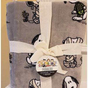 berkshire Bedding - Peanuts Velvetsoft Throw blanket